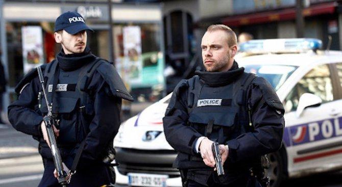 Камера заснела нападението на парижкото летище