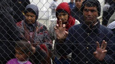 Австралия приключва програмата за прием на 12 000 бежанци
