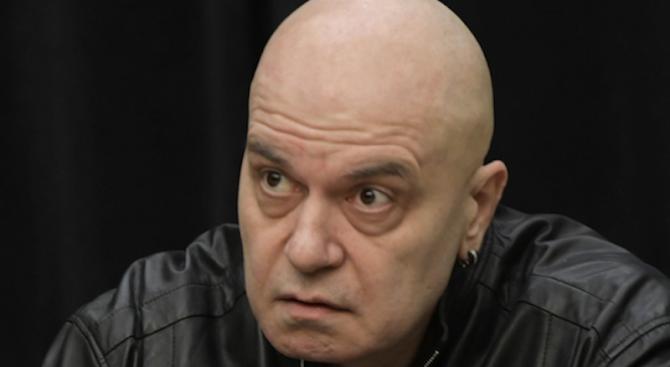 Фейсбук ври и кипи в защита на Слави, обсаждат довечера бТВ  (снимка)