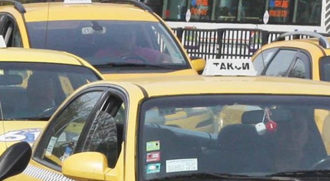 Слагат паник бутони в такситата заради убийството на варненския шофьор