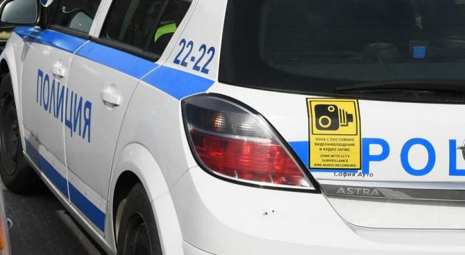 В Бургас откриха товарен автомобил, пълен с бежанци