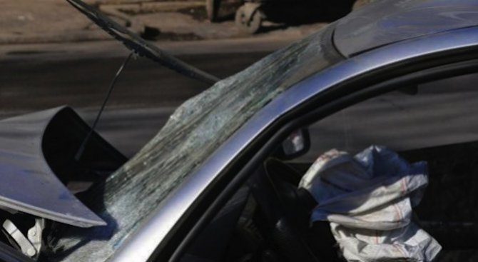 Автобус и кола се удариха на пътя Русе - Разград