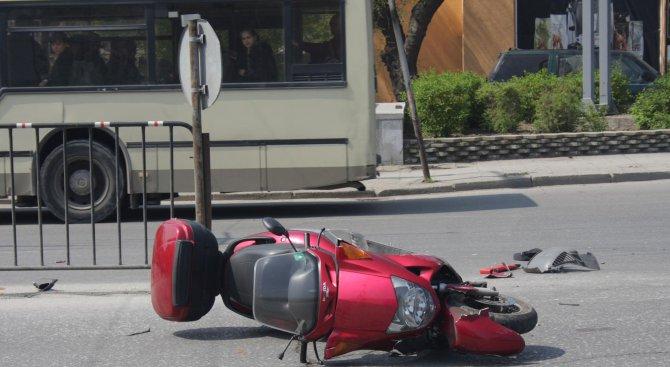 Тийнейджъри катастрофираха с мотопед