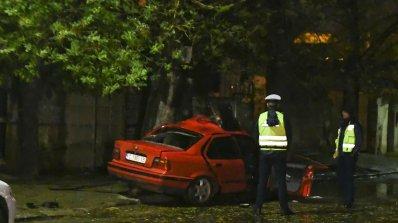 20-годишен шофьор се заби в стълб и загина на място (снимки)