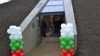 """Тракийските гробници """"Хелвеция"""" и """"Грифоните"""" вече са достъпни за туристи (снимк"""
