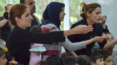 Грижи ли се България добре за бежанците? (видео)