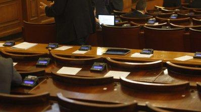 Привикват в парламента министрите на вътрешните работи и отбраната