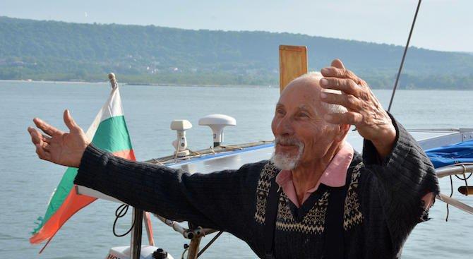 80-годишен мореплавател се завърна от околосветско пътешествие (снимки)