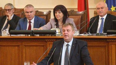 Каракачанов изтегля доклада на предшественика си за отбраната