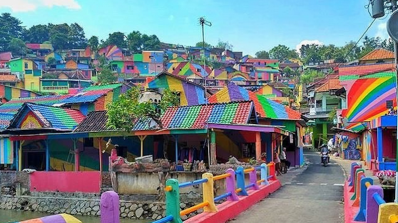 Малко индонезийско селце се превърна в истински арт шедьовър (видео)