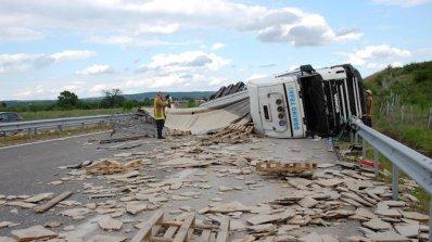 """Има ранена жена при тежката катастрофа на ТИР на магистрала """"Марица"""""""