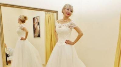 Мисис Баба вдига не една, а две сватби