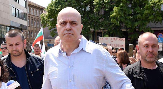 ВАС реши, че референдумът на Слави Трифонов не е задължителен