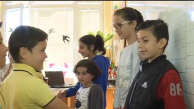 Първокласници от София изнесоха урок по доброта