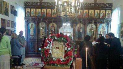 Храмът в Бухово се сдоби с нова икона на Богородица, след като дарител си я взе (снимки)