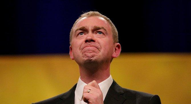 Лидерът на британската партия Либерални демократи Тим Фарън подаде оставка
