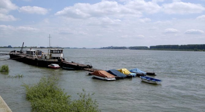 Понижава се нивото на река Дунав
