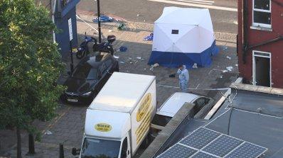 Бус се вряза в мюсюлмани край джамия в Лондон, има загинал и ранени (обновена+видео+снимки)