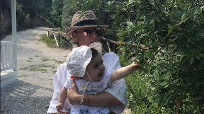 Илиана Раева е на почивка с внучката си (снимки)