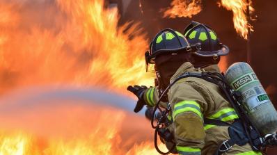 Пожар избухна в жилищна сграда в Източен Лондон (снимка)