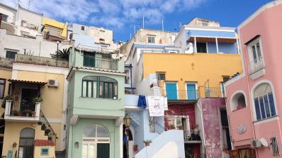 5-етажна сграда до Неапол рухна