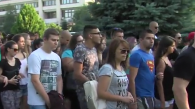 Близо 200 души на протест, след като 18-годишен беше пребит за цигара