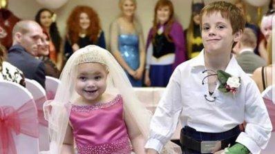 """Болно момиченце почина дни, след като се """"омъжи"""" за най-добрия си приятел (видео)"""