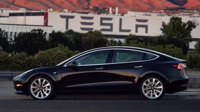 Мъск публикува снимки с най-новия автомобил на Tesla