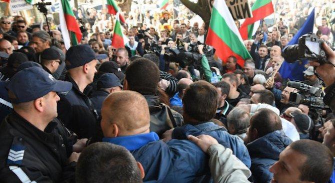 """От """"Амелипе"""" съзряха външна намеса в конфликта в Асеновград (видео)"""