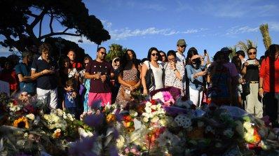 В Ница почетоха паметта на загиналите в миналогодишния атентат