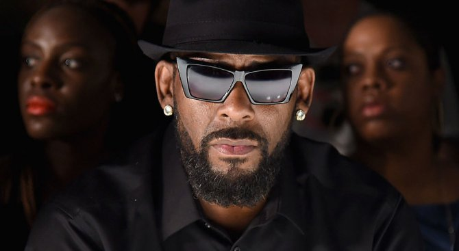 R. Kelly има собствен секс култ