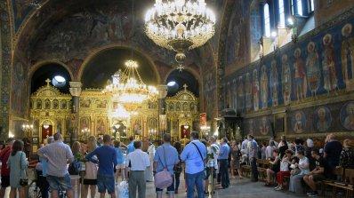 Мощите на Св. Пантелеймон остават в София до 8.00 ч. на 1 август