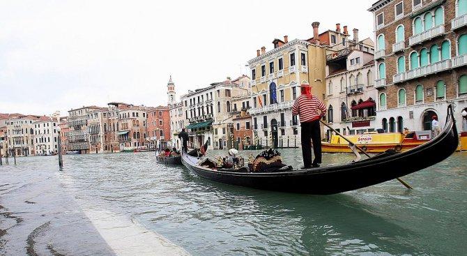 Венеция въвежда 12 златни правила за туристи и жестоки глоби