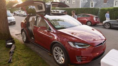 Tesla намали базисната цена на Model X с 3 000 долара