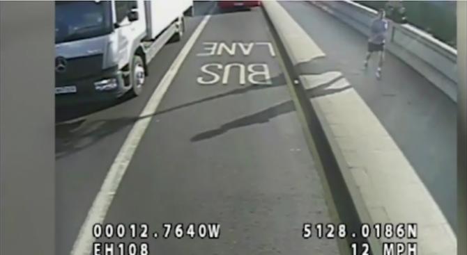 Британската полиция е арестувала погрешен човек по случая с блъсната пред автобус жена