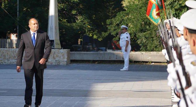 Румен Радев: Пожелавам на военните ни моряци никога да не забравят отговорната си мисия (снимки)