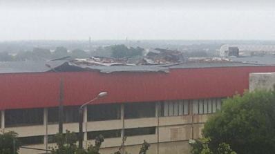 Мощен ураган отнесе покрива на спортната зала в Стара Загора