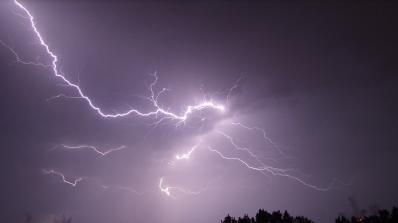 Важни правила при работа на открито по време на буря