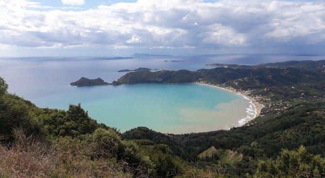 Туристи отменят резервации по гръцките острови заради спекула с горива