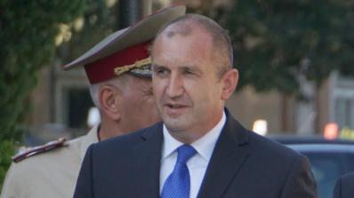 Румен Радев на Петрова нива: Днес всички свеждаме глави с благодарност и почит към българските спарт