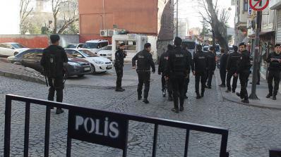 Терорист от ИД уби полицай в Истанбул