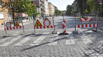 """Удължава се срокът на въведената временна организация на движение по бул. """"Прага"""""""