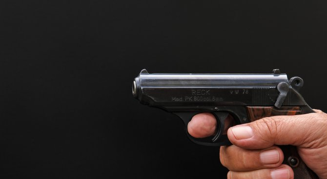 Иззеха самоделно огнестрелно оръжие и газов пистолет