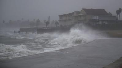 Ураганът Харви достигна бреговете на щата Тексас