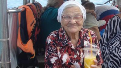 Жена на 90 години обикаля света, наричат я Супер Бабушка