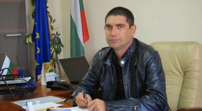 Още ужасяващи случаи с Лазар Влайков във Виноградец: Рязал лице на приятел с бутилка (видео)