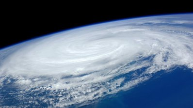 """Ураганът """"Ирма"""" бе регистриран от техника за измерване на земетресения (видео)"""