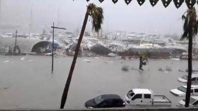 Ураганът Ирма удари Карибите (видео+снимки)