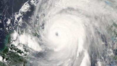 Ураганът Ирма вече е от четвърта степен и заплашва Карибите