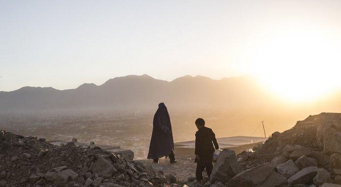 Млад афганистанец уби доброволката, която се грижеше за него от година